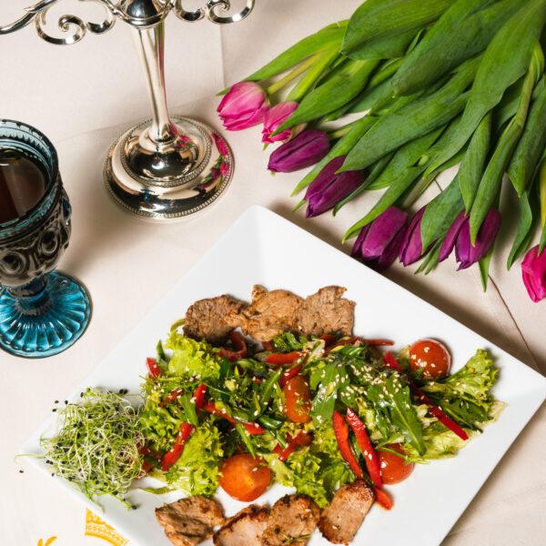 Салат теплий з телятини